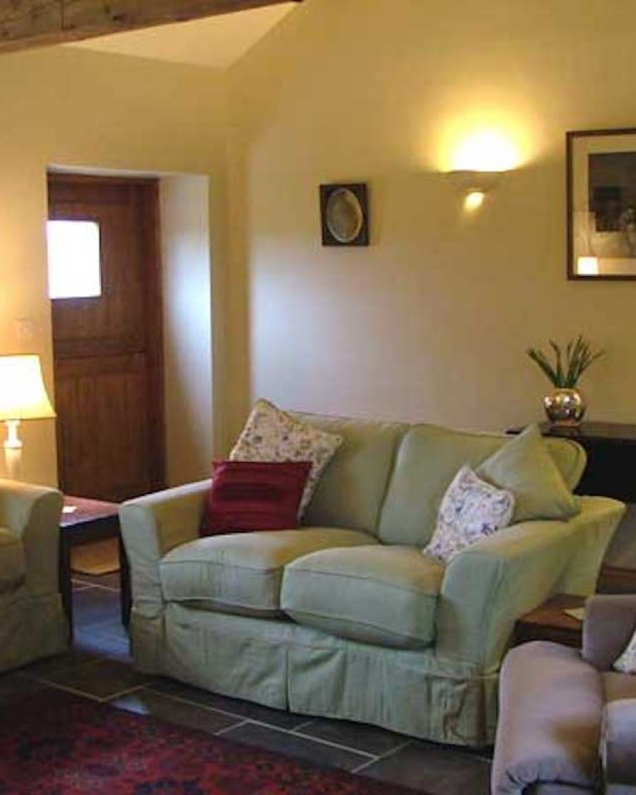 img-cottage-sittingroom