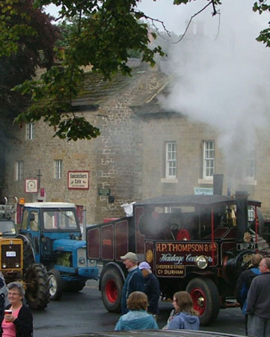 img-steam-and-vintage-vehicle-rally